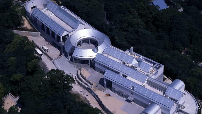 過去や記憶を背負って「後ろむきに前に歩く」。山口啓介の3年ぶりとなる大規模個展が広島市現代美術館で開催|美術手帖