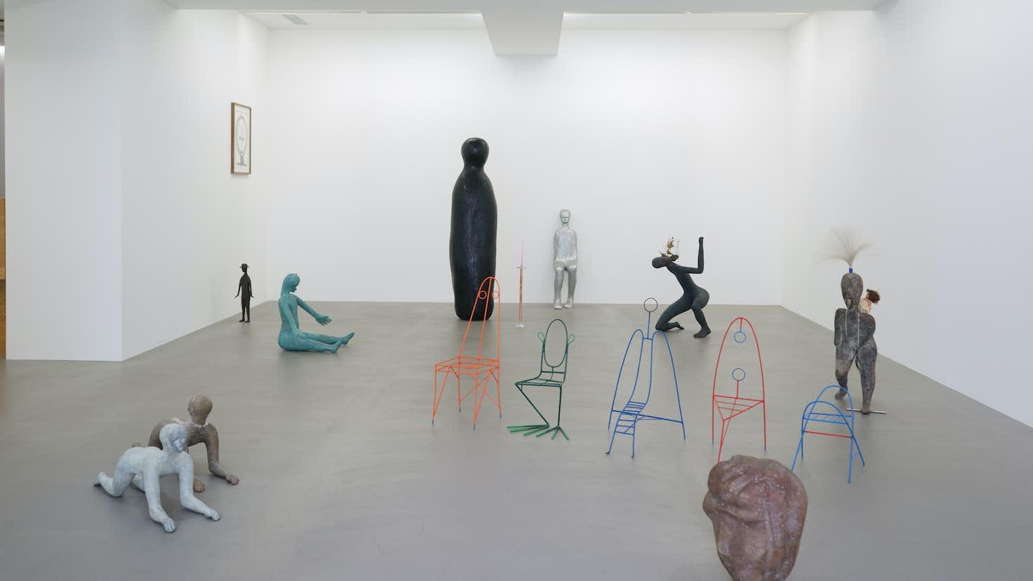 人物像を追求する彫刻家の最新作。大森俊克が見た、ヘンク・フィシュ ...