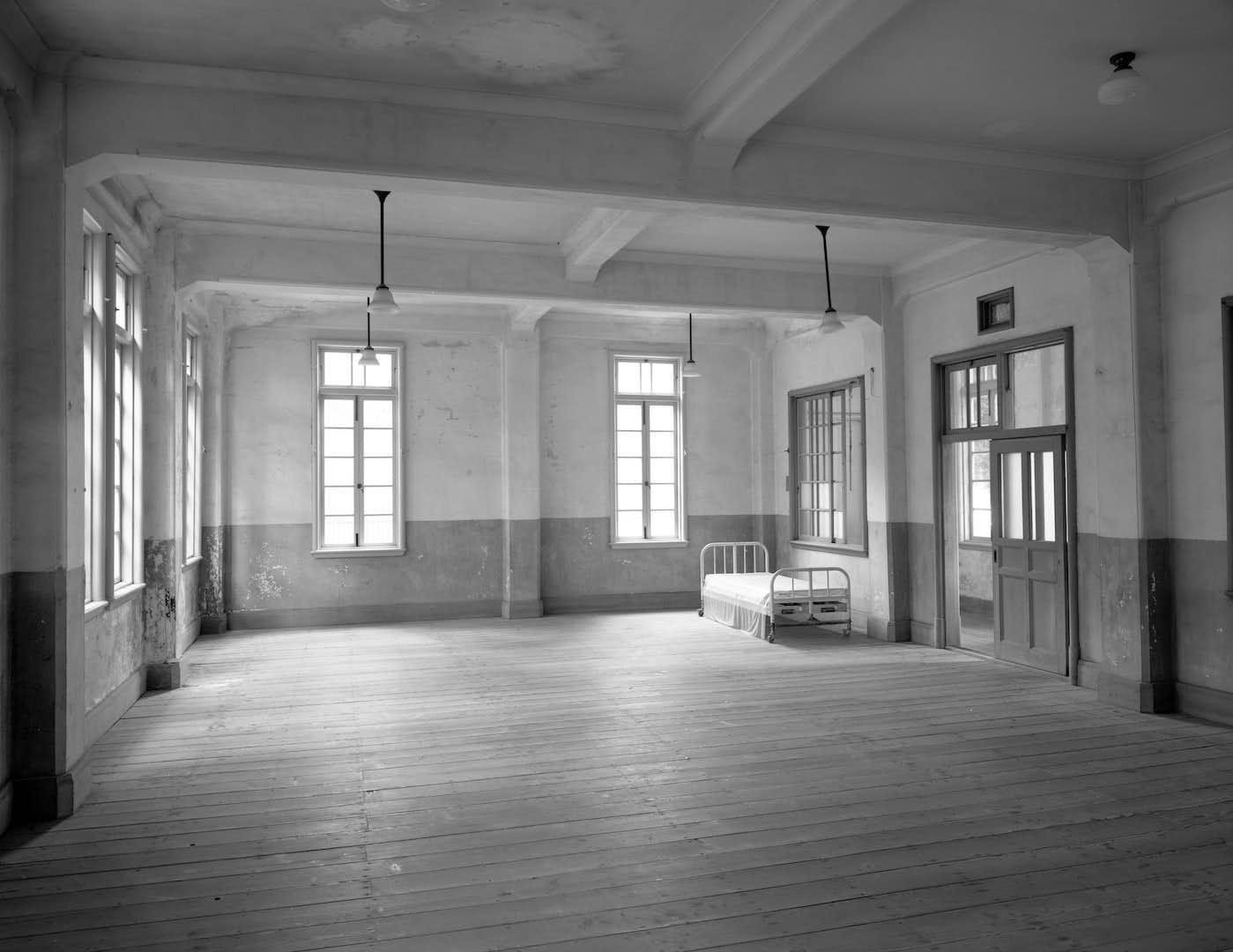 俳優・石井正則が国立の療養所13園を撮影。「13 ~ハンセン病療養所の現在を撮る~」が国立ハンセン病資料館で開催中